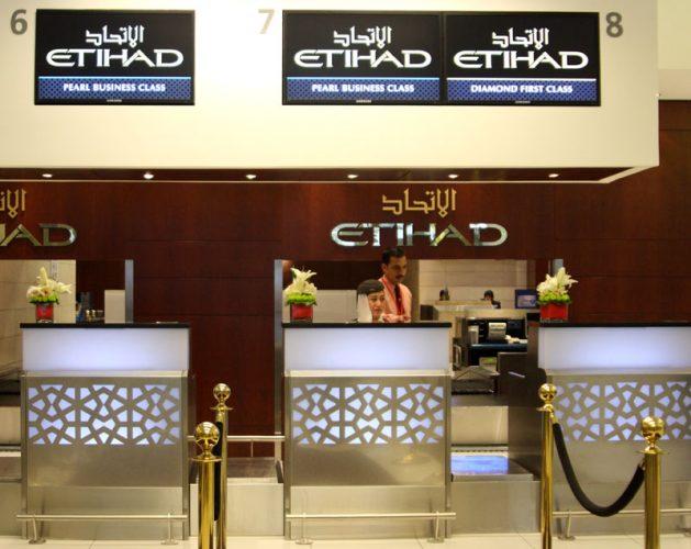 Регистрационная стойка Etihad Airways в аэропорту Абу-Даби