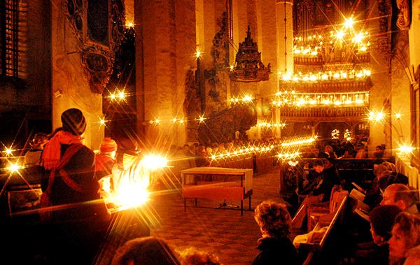 Предрождественская месса в церкви в Лукау