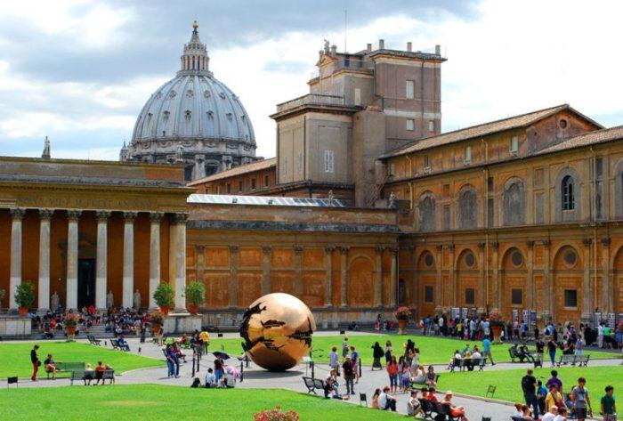 школа в Риме