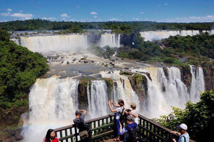Каскады водопадов Игуасу