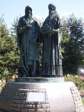 Памятник первопечатникам Кириллу и Мефодию
