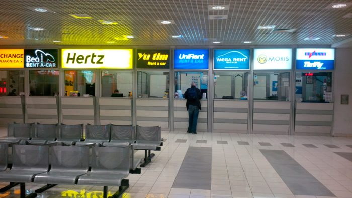 Холл автокомпаний в аэропорту Белграда