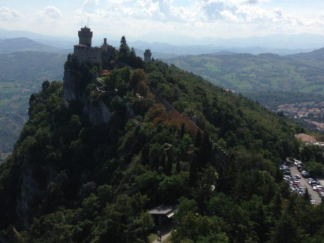 крепость в горах Сан-Марино