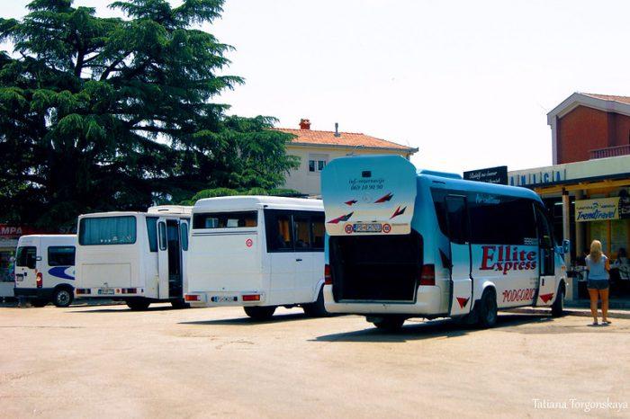 Автобус с багажным отделением в Черногории