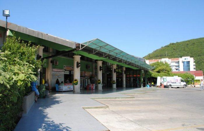 Перрон на автовокзале в Будве