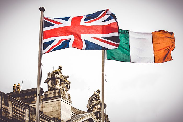 Ирландский и Великобританский флаги