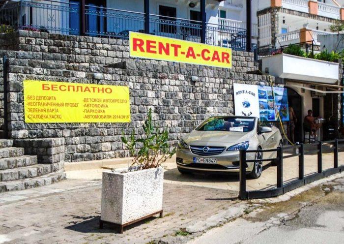 Уличный офис аренды автомобилей в Черногории