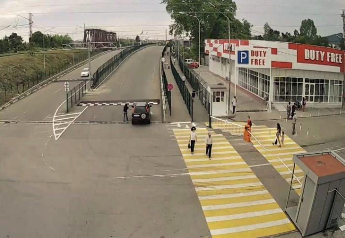 """Автомобильный и пешеходный переходы на КПП """"Псоу"""""""
