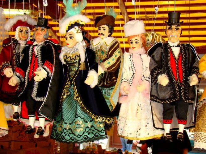 куклы-марионетки, изготовленные из гипса