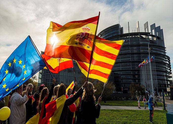 Флаги Испании, Каталонии и ЕС