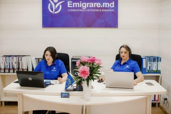 сотрудницы компании Emigrare