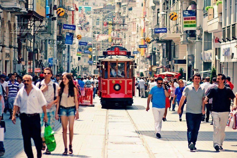 Красный трамвай на Истикляль
